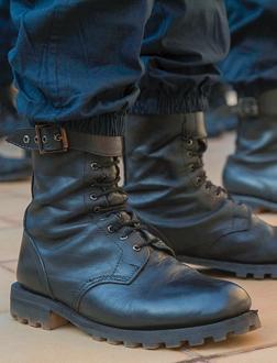 POLİS BOTU VE POLİS AYAKKABISI