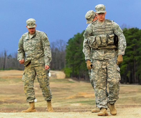 Askeri Üniformalar, Takım Elbiseler ve Botlar